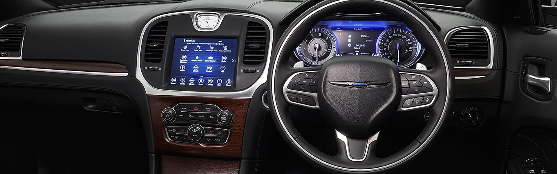 Chrysler 300C Luxury Interior