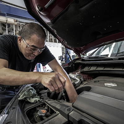 Coffey Ford Mechanic Servicing a Vehicle