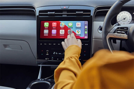 """10.25"""" touchscreen with Apple CarPlay<sup>TM[P1]</sup> and Android<sup>TM[P2]</sup> Auto."""