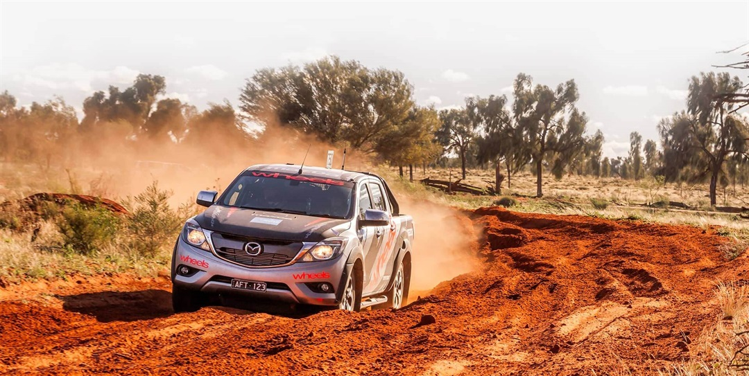 BT 50 ute races on the track at finke 2016