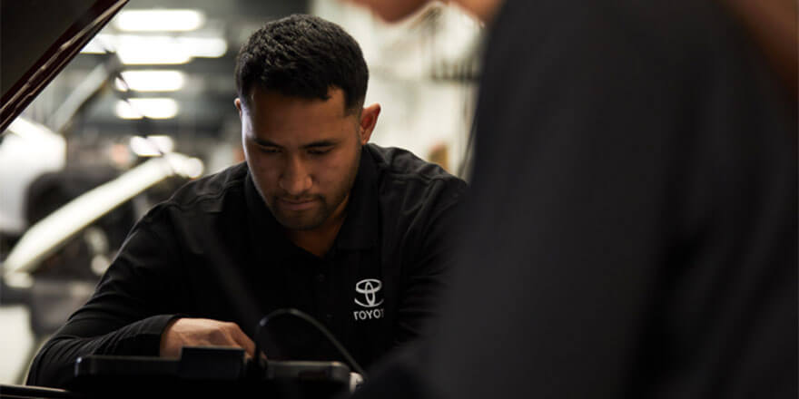Toyota Mechanic Servicing a Vehicle at Mudgee Toyota