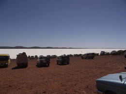 Lines of cars overlooking Lake Gairdner
